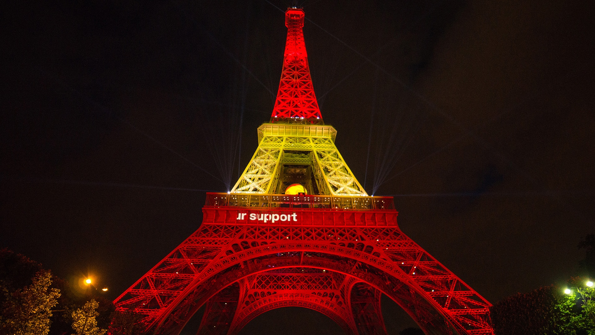 Thumbnail for Orange lights up the Eiffel Tower